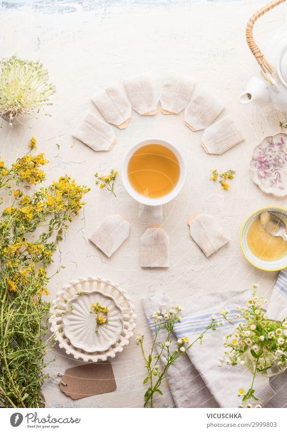 Tasse Kräutertee mit Rahmen von Teebeuteln Lebensmittel Kräuter & Gewürze Bioprodukte Getränk Heißgetränk Geschirr Stil Gesundheit Gesunde Ernährung Pflanze
