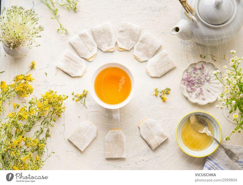 Tasse mit Teebeuteln von Kräutertee Lebensmittel Kräuter & Gewürze Ernährung Getränk Heißgetränk Stil Gesundheit Behandlung Alternativmedizin Gesunde Ernährung