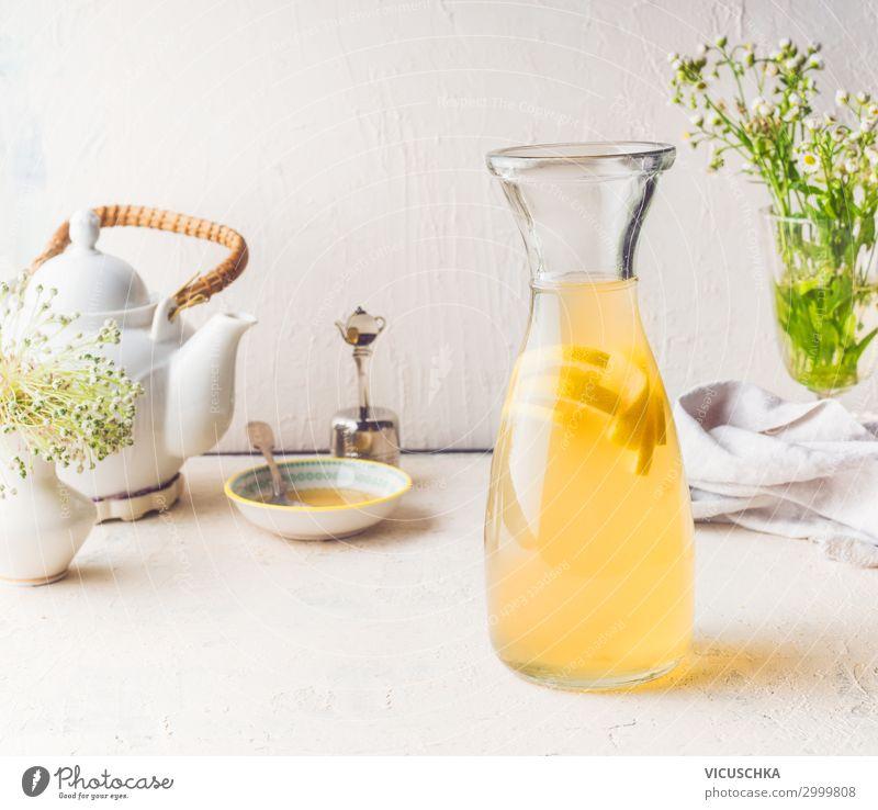 Karaffe mit weißem Tee Zitronen Limonade Getränk Erfrischungsgetränk Trinkwasser Saft Stil Gesunde Ernährung Sommer Häusliches Leben Coolness gelb Design
