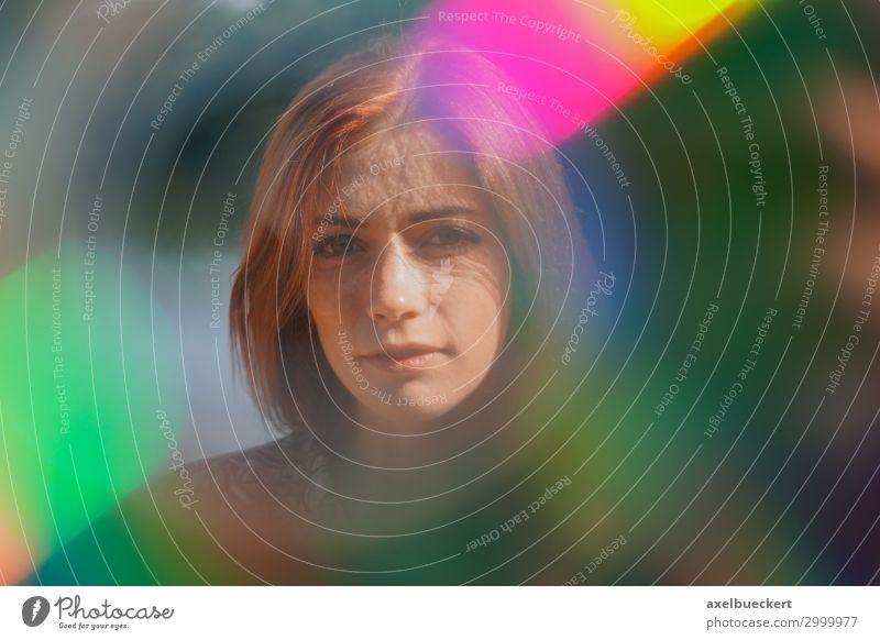 Portrait mit Lichteinfall und Blendenflecken Lifestyle Sommer Mensch feminin Junge Frau Jugendliche Erwachsene 1 18-30 Jahre rothaarig langhaarig