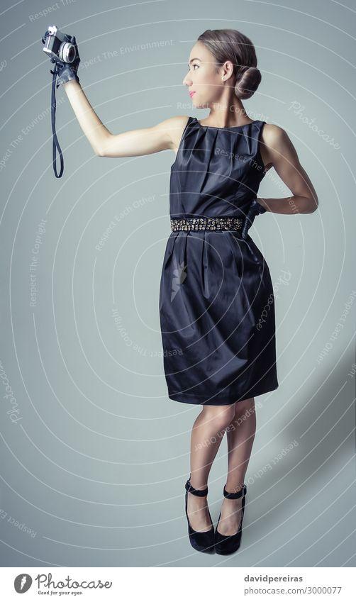 Schönes Mode-Mädchen mit klassischem Vintage-Stil Reichtum elegant schön Körper Haare & Frisuren Haut Gesicht Schminke Tapete Fotokamera Frau Erwachsene Lippen