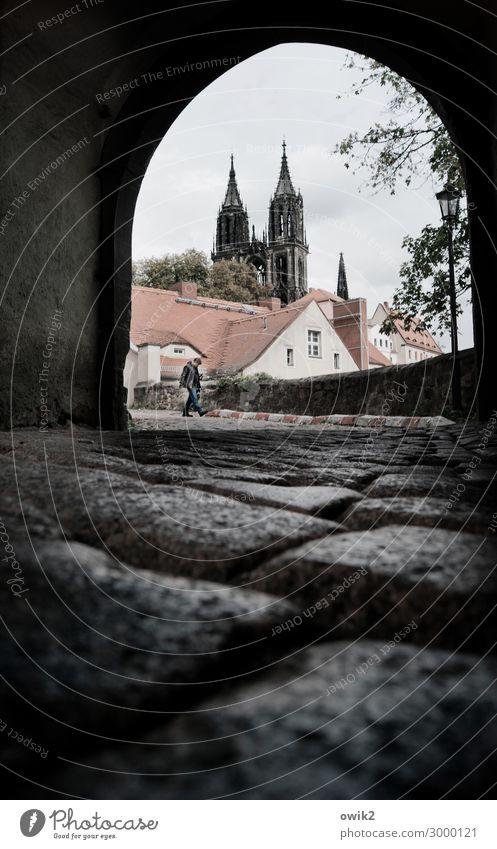 Meißen Meissen Deutschland Kleinstadt Altstadt bevölkert Haus Kirche Dom Tor Mauer Wand Fenster Dach Sehenswürdigkeit Wahrzeichen historisch Kirchturm
