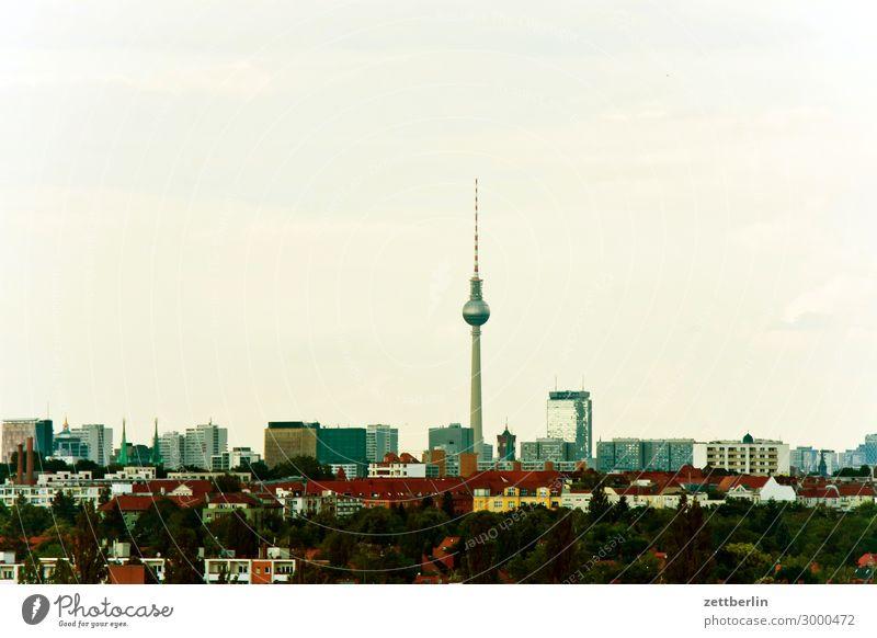 Fernsehturm am Horizont Alexanderplatz Aussicht Berlin Deutschland Ferne Berliner Fernsehturm Großstadt Himmel Himmel (Jenseits) Menschenleer Potsdamer Platz