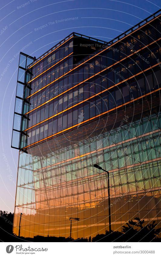 Sony-Center (hoch) Berlin Büro Mitte Großstadt Fassade Glas Glasfassade Hauptstadt Haus Hochhaus Potsdamer Platz Skyline Sony Center Berlin Verwaltung Abend