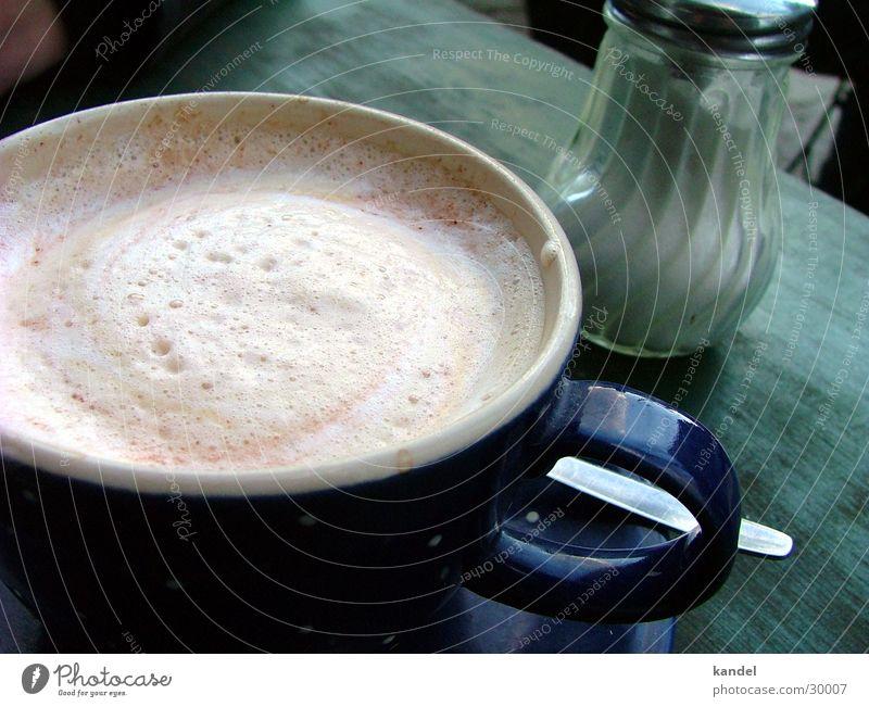 Kaffeepause Tasse Schaum rustikal Milchkaffee Zuckerstreuer