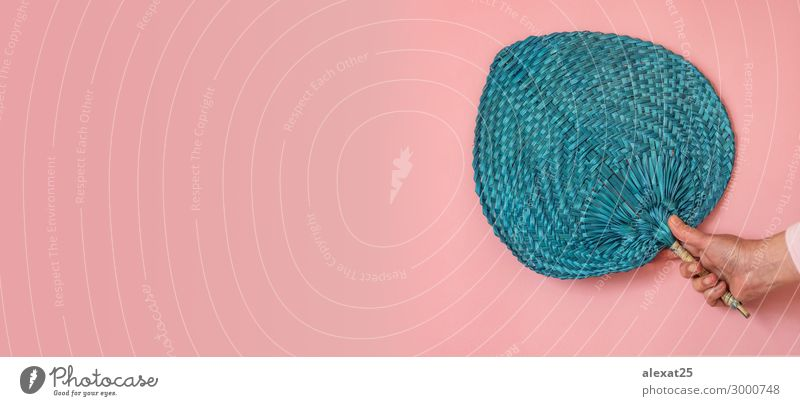 Frau Mensch blau schön Hand Erwachsene Stil Kunst Textfreiraum Mode rosa Design Dekoration & Verzierung elegant Kultur Wind