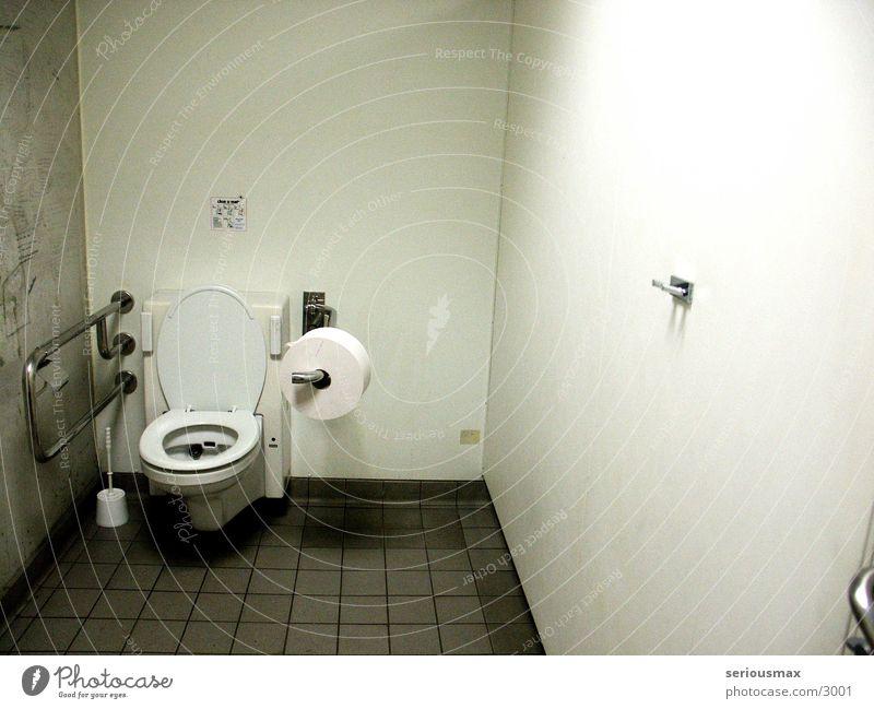 OO Behindertengerecht Toilette 00