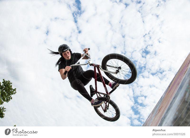 luftig | AST10 Jugendliche Junge Frau Freude feminin Sport Glück fliegen Zufriedenheit springen Angst Fahrrad Abenteuer Lebensfreude genießen gefährlich hoch
