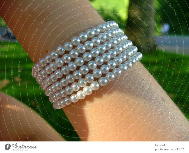 Das Band am Arm Frau Arme Haut Schmuck Handwerk silber Perle Armband Mensch
