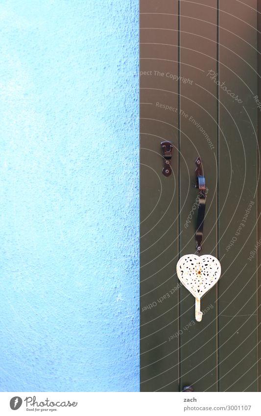 blau | schwarz Häusliches Leben Haus Fischerdorf Altstadt Mauer Wand Fassade Fenster Tür Holz Herz rosa Venedig Burano Italien Farbfoto Außenaufnahme