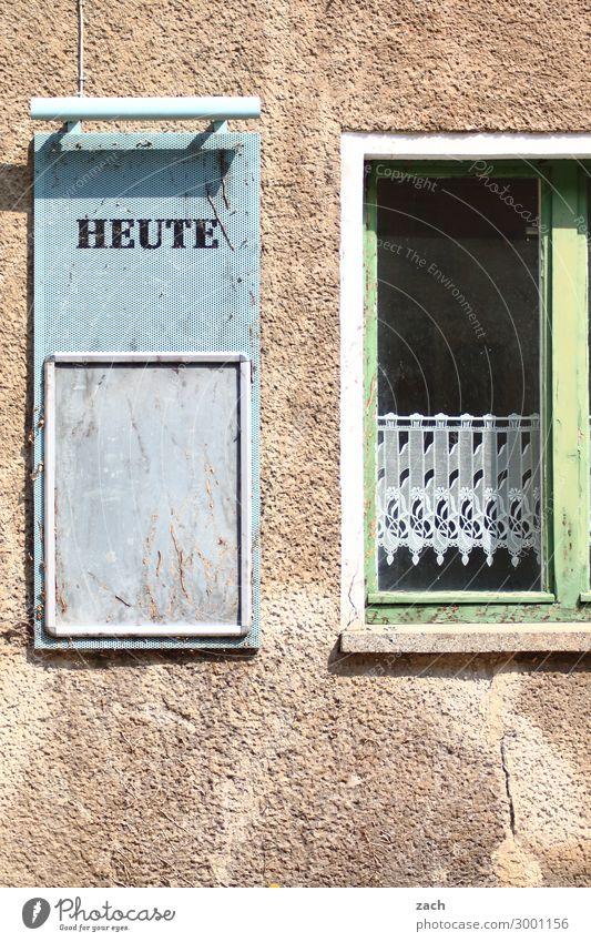 Was sonst so los ist... alt Stadt Haus Speise Fenster Wand Gebäude Zeit Mauer Stein braun Fassade retro Schriftzeichen Musik Schilder & Markierungen