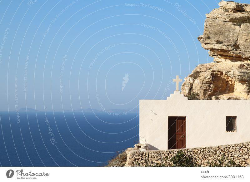 . Landschaft Wasser Himmel Horizont Felsen Küste Meer Mittelmeer Ägäis Insel Kykladen Folegandros Griechenland Kirche Kapelle Fassade Tür Kreuz blau weiß Glaube