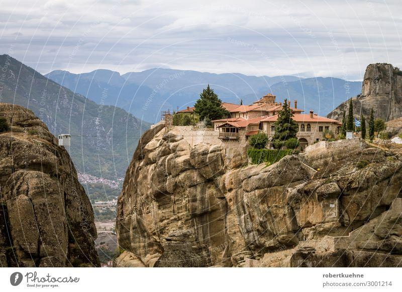 Kloster Agia Triada (Holy Trinity) in Meteora Ferien & Urlaub & Reisen Ausflug Griechenland Europa Menschenleer Kirche Sehenswürdigkeit Wahrzeichen wandern alt