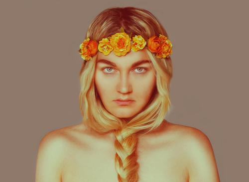 _ Stil exotisch Mensch feminin Junge Frau Jugendliche Erwachsene Leben 1 18-30 Jahre Künstler Schauspieler Accessoire Blumenkranz Haare & Frisuren blond