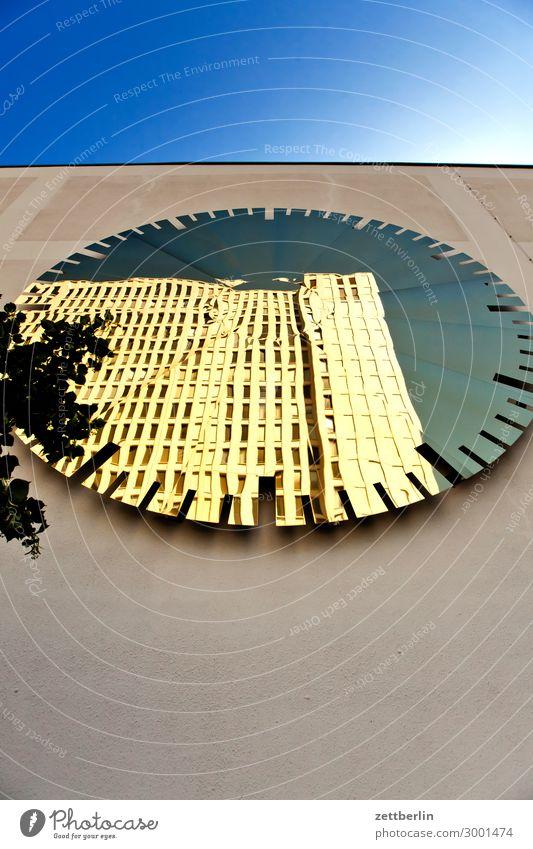 Charité im Spiegel Architektur Berlin bettenhaus Büro Großstadt Deutschland Fassade Froschperspektive Hauptstadt Haus Himmel Himmel (Jenseits) Hochhaus