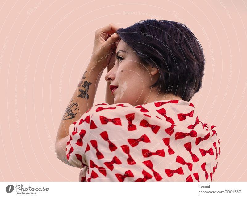 Frau träumt vom Wachsein, Europa Lifestyle Stil schön Sommer Garten Mensch feminin Junge Frau Jugendliche Erwachsene 1 18-30 Jahre Blume Park Mode Unterwäsche