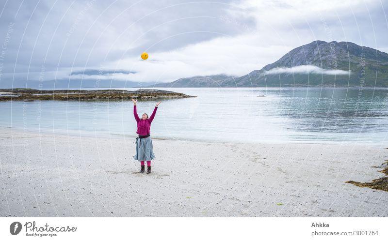 Strand. Freude. Norwegen. Mensch Ferien & Urlaub & Reisen Natur Jugendliche Junge Frau Meer Erholung Leben Glück Insel Abenteuer Lebensfreude einzigartig Idee