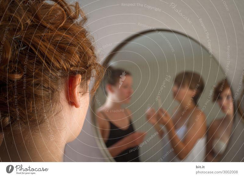 Isolation - drei junge Damen schminken sich vor Spiegel Mensch Jugendliche Junge Frau schön Freude Gesicht Erwachsene Leben feminin Familie & Verwandtschaft