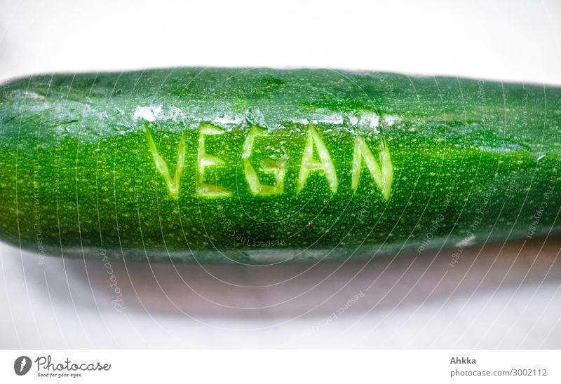 Vegan: Zucchini Lebensmittel Gemüse Ernährung Bioprodukte Vegetarische Ernährung Vegane Ernährung Lifestyle frisch Gesundheit glänzend grün Schriftzeichen