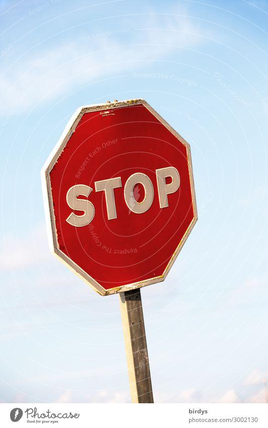Innehalten Himmel Wolken Sonnenlicht Schönes Wetter Verkehrszeichen Verkehrsschild Stoppschild Zeichen Schriftzeichen Schilder & Markierungen authentisch