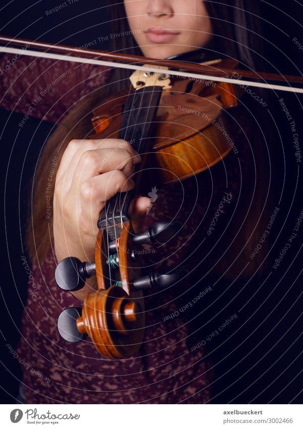 junge Frau spielt Geige Lifestyle Freizeit & Hobby Musik Mensch feminin Junge Frau Jugendliche Erwachsene 1 13-18 Jahre 18-30 Jahre Künstler Kultur Konzert