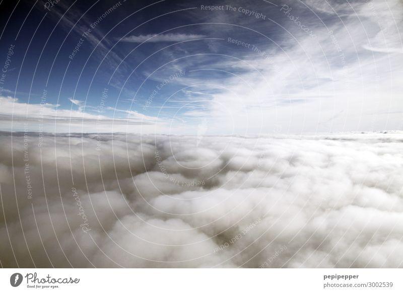 über den Wolken Ferien & Urlaub & Reisen Tourismus Ferne Freiheit Pilot nur Himmel Gewitterwolken Luftverkehr im Flugzeug fliegen blau Farbfoto Außenaufnahme