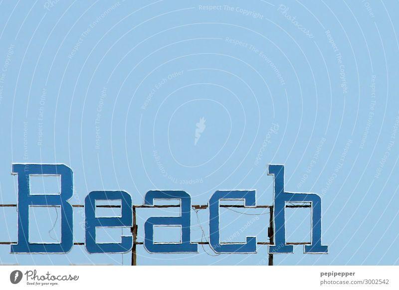 Beach Ferien & Urlaub & Reisen Tourismus Sommer Sommerurlaub Strand Himmel Wolkenloser Himmel Wellen Küste Meer Stahl Rost Kunststoff Schriftzeichen