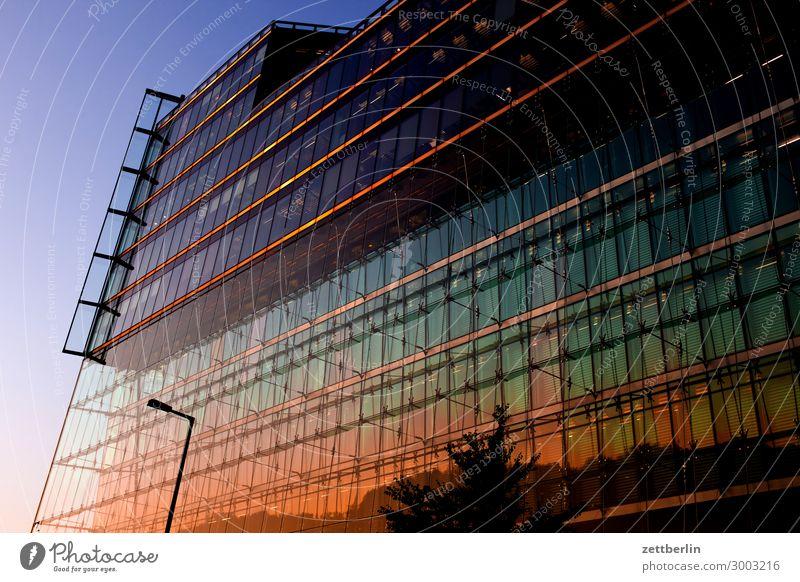 Sony-Center (quer) Berlin Büro Mitte Großstadt Fassade Glas Glasfassade Hauptstadt Haus Hochhaus Potsdamer Platz Skyline Sony Center Berlin Verwaltung Abend