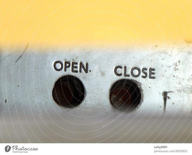 entweder oder... Schriftzeichen Hinweisschild Warnschild alt dreckig gelb schwarz Beginn Zufriedenheit Nostalgie Güterverkehr & Logistik wählen Auswahl