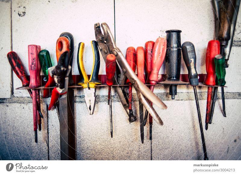 Werkzeuge Freizeit & Hobby Keller Dachboden Garage Werkstatt Arbeit & Erwerbstätigkeit Beruf Handwerker Arbeitsplatz Fabrik Baustelle gebrauchen Zange