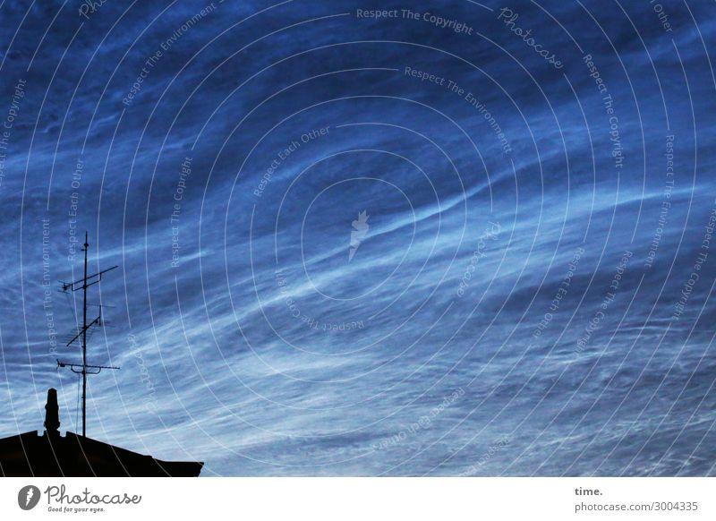 luftig | blaue Stunde Himmel Wolken Schönes Wetter Haus Dach Antenne außergewöhnlich dunkel Gefühle Stimmung schön authentisch Leben demütig Überraschung