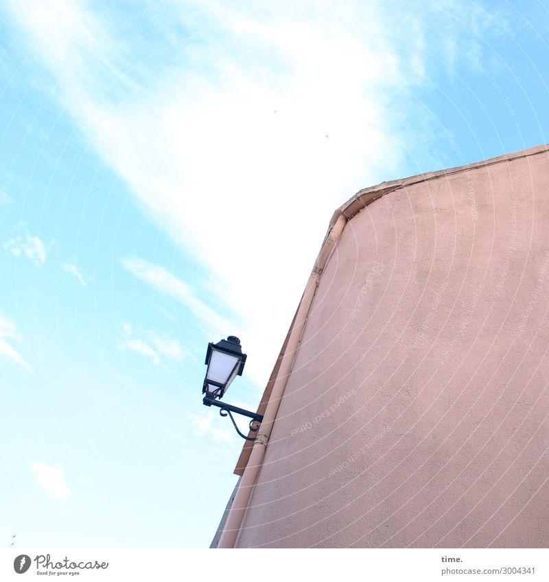 Schlafmodus Energiewirtschaft Himmel Wolken Schönes Wetter Haus Lampe Straßenbeleuchtung Mauer Wand Dach Fallrohr Freundlichkeit frisch listig niedlich oben