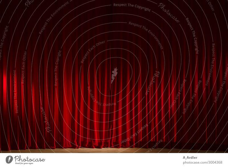 roter Vorhang im Theater Freude schwarz braun Stimmung Show Falte Veranstaltung Theaterschauspiel Kino Bühne Sinnesorgane Bühnenbeleuchtung Scheinwerfer