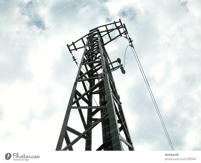 Büme der Moderne Baum Elektrizität Strommast