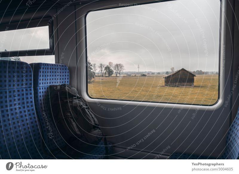 Rucksack auf Zugstühlen und Fensteransicht Ferien & Urlaub & Reisen Tourismus Ausflug Stuhl Industrie Business Herbst Verkehr Verkehrsmittel