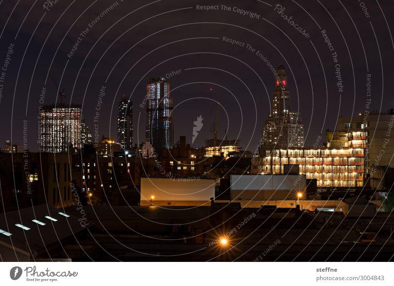 Brooklyn Skyline Stadt New York City USA Hochhaus Lichtermeer Farbfoto Außenaufnahme Menschenleer Textfreiraum oben Textfreiraum unten Nacht Langzeitbelichtung