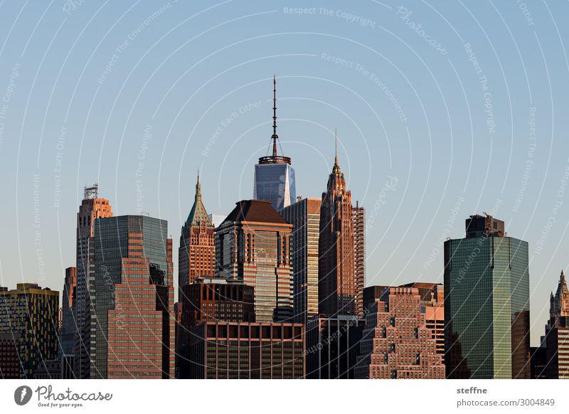 morgenröte Stadt Stadtzentrum Skyline überbevölkert Hochhaus Bankgebäude Manhattan New York City World Trade Center woolworth building Sonnenaufgang friedlich