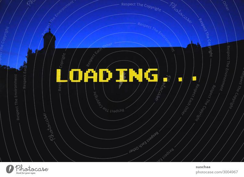 loading Wort Buchstaben warten laden Ladezeit Ladevorgang Computer digital analog Silhouette Dämmerung Abenddämmerung Gebäude einfach graphisch Kontrast
