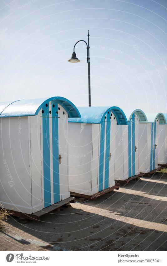Changing cubicles in Italy Ferien & Urlaub & Reisen Sommer Sommerurlaub Strand Himmel Wolkenloser Himmel Schönes Wetter Italien Hafenstadt Haus retro blau weiß