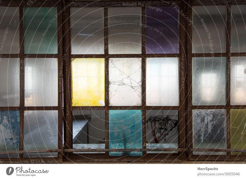 colorful decay Fenster Glas alt kaputt trashig trist Stadt Farbe mehrfarbig Glaswand Zerbrochenes Fenster Menschenleer Beleuchtung Ruine Durchblick Farbfoto