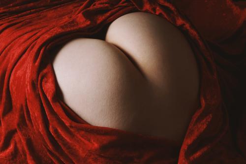 Po Herz herzförmig Gesäß Liebe Weiblicher Akt nackt Körper Mensch feminin Junge Frau Erwachsene Sex außergewöhnlich Erotik Sexualität Symbole & Metaphern