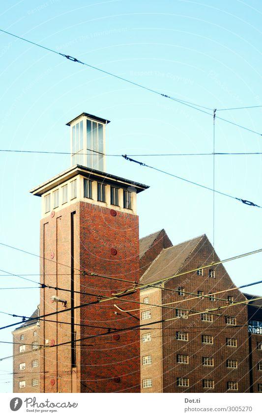 DU und der Hafen Stadt Menschenleer Haus Industrieanlage Bauwerk Gebäude Fassade blau braun Duisburg Binnenhafen Speicher Turm Backsteinfassade Himmel