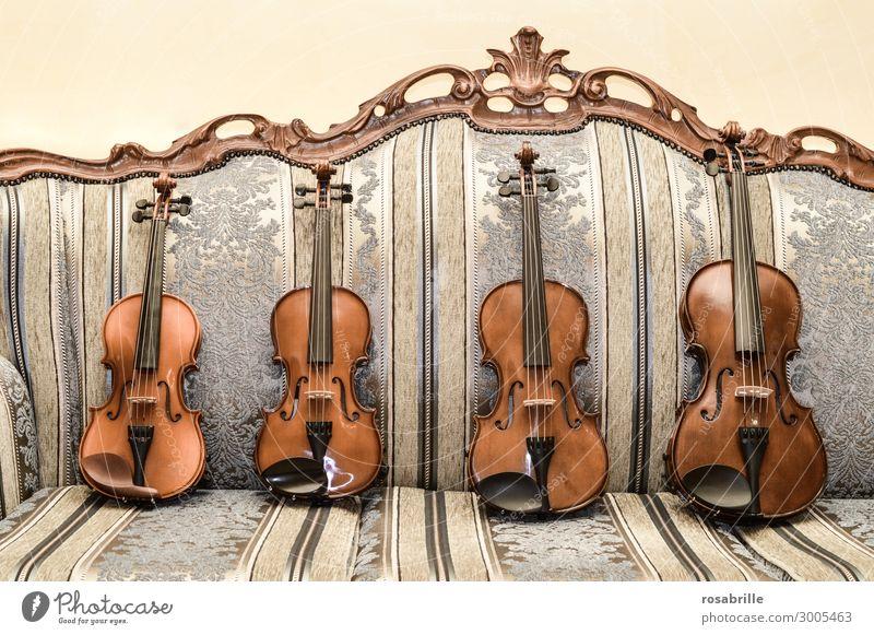 Geigen | wertvoll elegant Freizeit & Hobby Sofa Wohnzimmer Musik Bildung Musiker Orchester Sammlung Spielen alt braun fleißig Interesse Musikinstrument