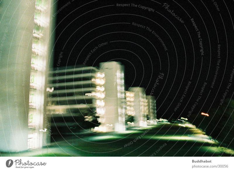 Uni Bielefeld bei Nacht IV grau Beleuchtung Architektur Beton groß modern Turm High-Tech Funktionalismus