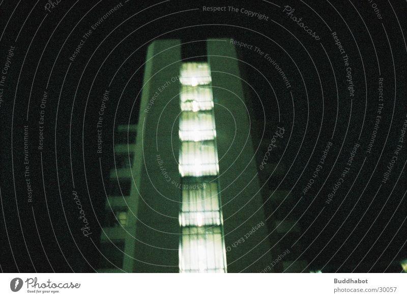 Uni Bielefeld bei Nacht III grau Beleuchtung Architektur Beton groß modern Turm High-Tech Funktionalismus
