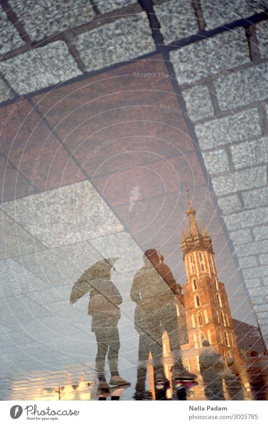 Kosciol Mariacki Krakow Polen Europa Stadt Stadtzentrum Altstadt bevölkert Kirche Pflastersteine Sehenswürdigkeit Wahrzeichen Kościół Mariacki