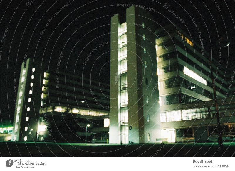 Uni Bielefeld bei Nacht II grau Beleuchtung Architektur Beton groß modern Turm High-Tech Funktionalismus