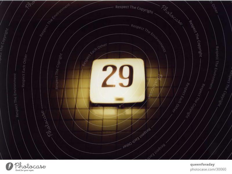 29 Hausnummer Licht Beleuchtung dunkel Dinge Fliesen u. Kacheln