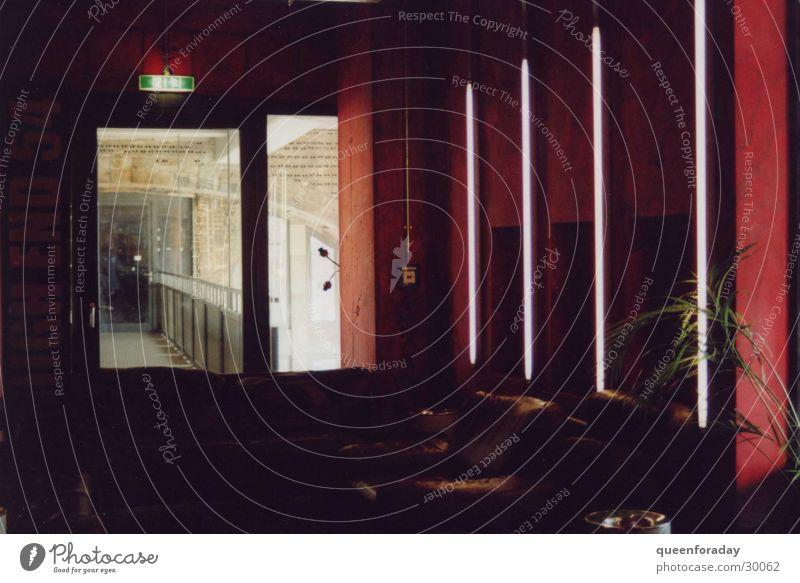 lounge Sessel Licht Leuchtstoffröhre Fenster Bar Architektur Foyer