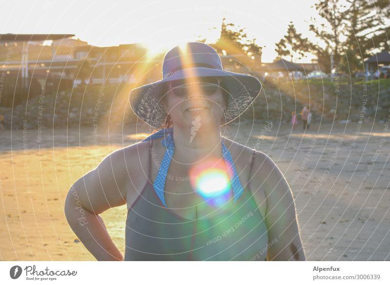 Herz am rechten Fleck feminin Frau Erwachsene 45-60 Jahre Lächeln lachen leuchten Freundlichkeit Fröhlichkeit Glück Freude Zufriedenheit Lebensfreude